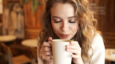 Kahve Falında Bardak Görmek