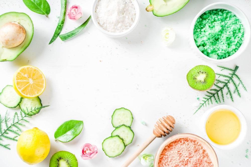 Beyaz Zeminde Organik Kozmetik Ürünleri